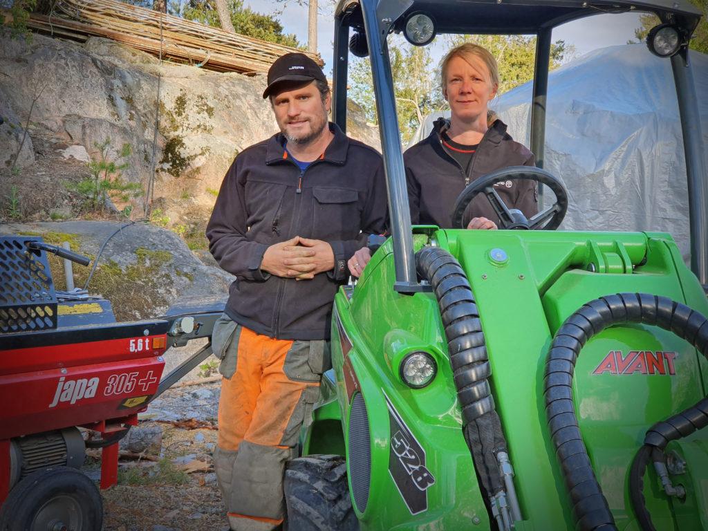Bosse och Sofie Åkesson med sin Avant 528